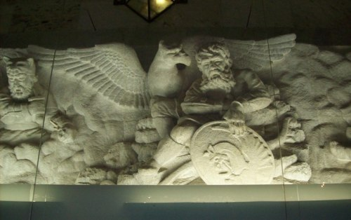 Simurgh, Mausoleul lui Firdausi (Tus, Iran) (sursă foto)