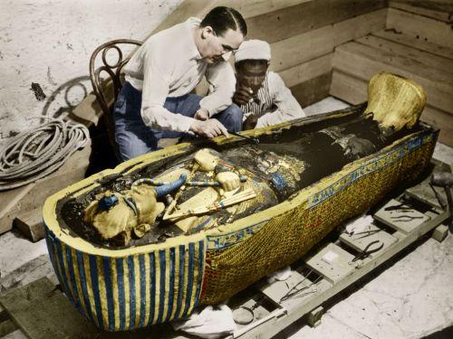 Carter şi Tutankhamon (sursă foto)