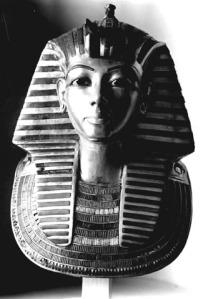 Masca funerară, fără barbă (sursă foto)